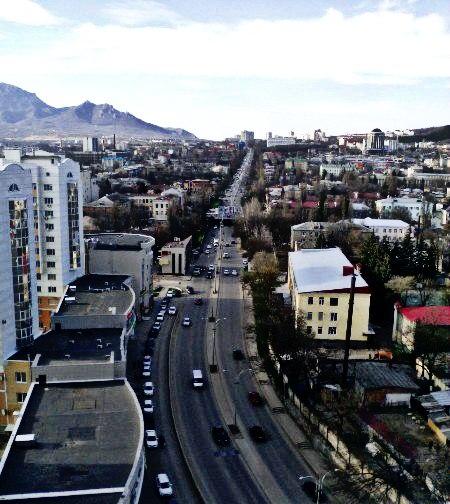 Фото со стороны Пятигорского автовокзала. Улица Калинина.