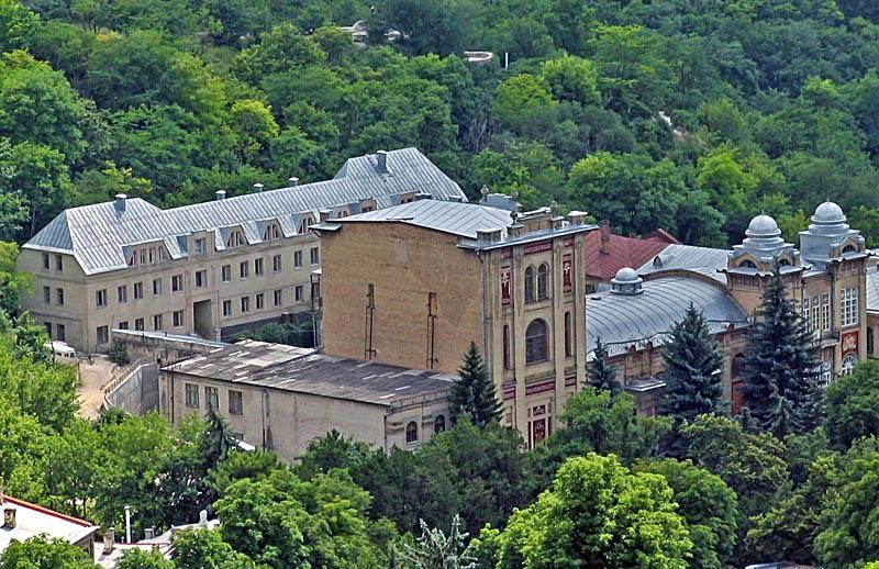 Вид на Пятигорский театр оперетты с горы Машук