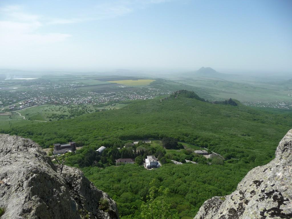 гора Бештау, Малый Тау, Орлиные скалы, вид на город Лермонтов,