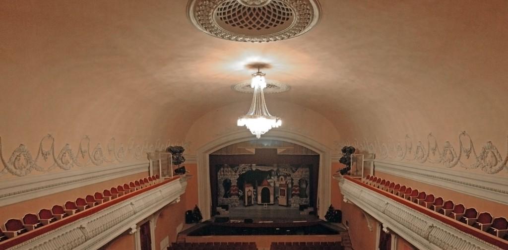 Пятигорская оперетта - зрительный зал и сцена. Ныне Ставропольский государственный краевой театр оперетты.