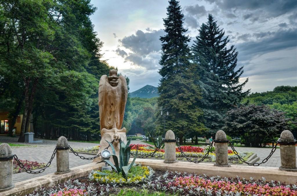 Место дуэли Михаила Юрьевича Лермонтова, город Пятигорск, гора Машук, вид на гору Бештау