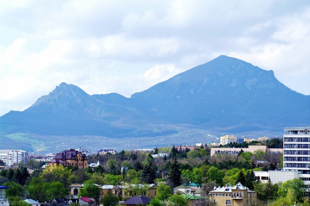 Вид на гору Бештау из города Пятигорска - 2