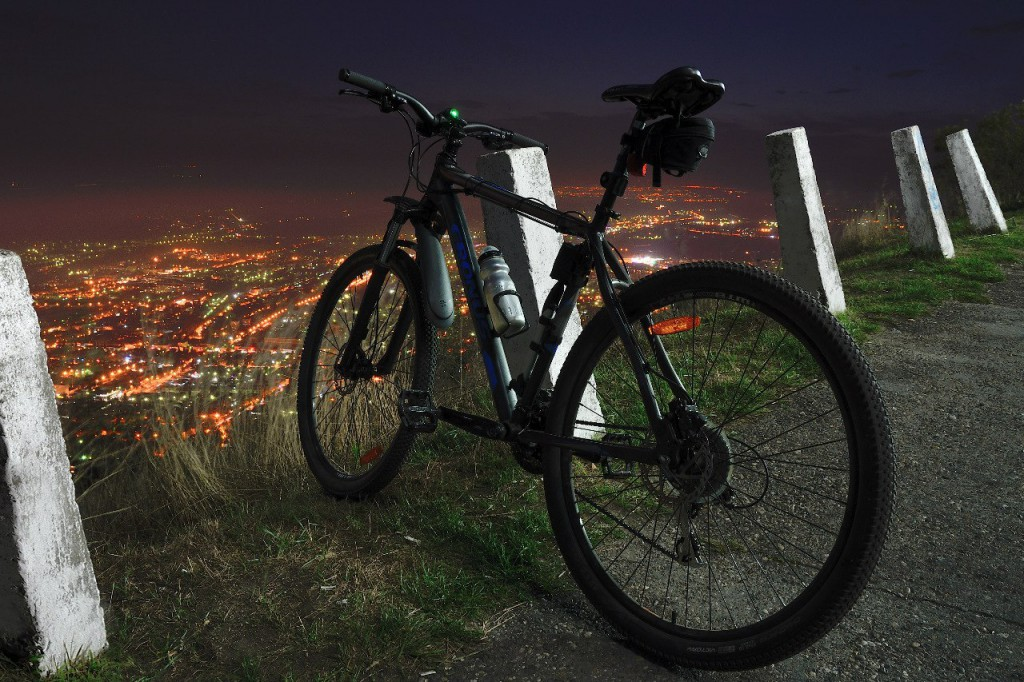 Вершина горы Машук, город Пятигорск, фото ночного города