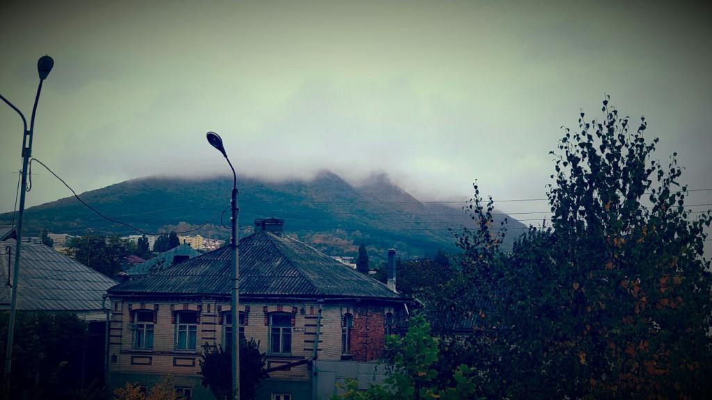 Город Пятигорск утром. Осень.