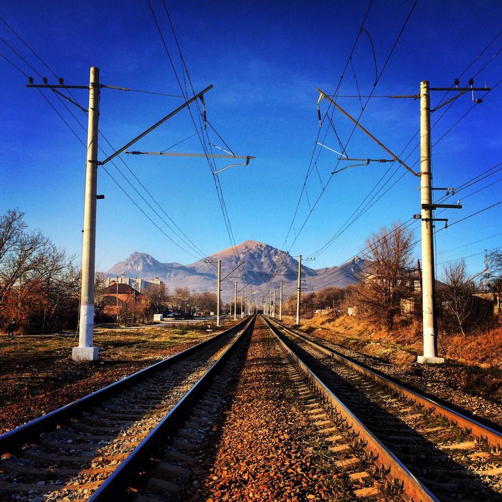 Железная дорога в городе Пятигорске. Направление: Кисловодск - Минеральные Воды, улица Железнодорожная