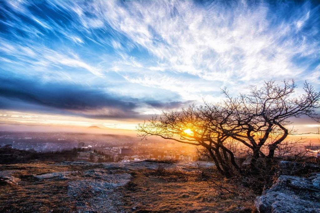 Фотография города Пятигорска с горы Машук на закате