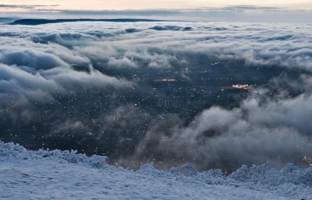 Фотография города Пятигорска с вершины горы Машук. Выше облаков!