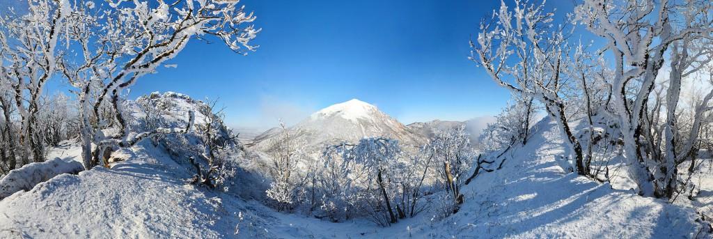гора Бештау зимой, город Пятигорск