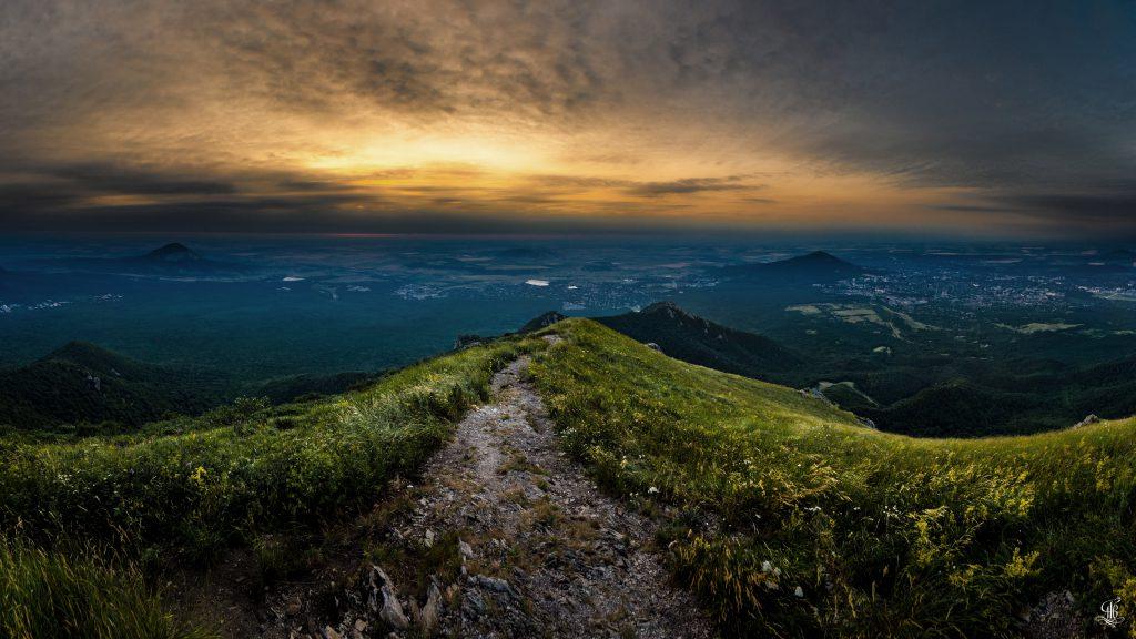 Панорама - Рассвет на горе Бештау - Фотограф Александр Тихоненко - фотографии Пятигорска в отличном качестве